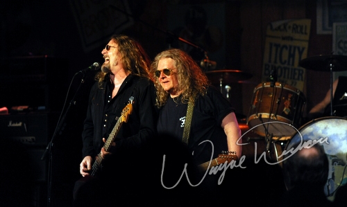 Live concert photography of Kentucky Headhunters at Cave City Convention Center in Cave City, KY by Wayne Dennon © Dennon Photography