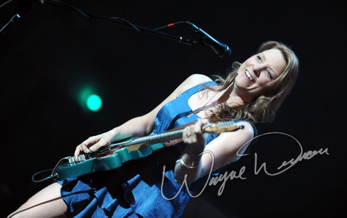 Live concert photography of Susan Tedeschi at Taft Theatre in Cincinnati, OH by Wayne Dennon © Dennon Photography
