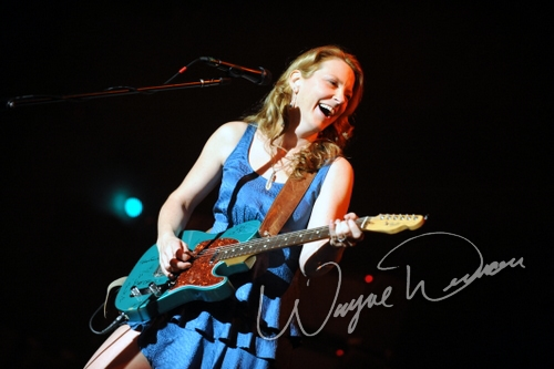 Live concerts photographs of Susan Tedeschi  at Taft Theatre in Cincinnati, OH 11/17/2010 by Wayne Dennon © Dennon Photography