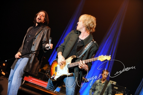 Live concert photography of Kenny Wayne Shepherd at Taft Theatre in Cincinnati, OH by Wayne Dennon © Dennon Photography
