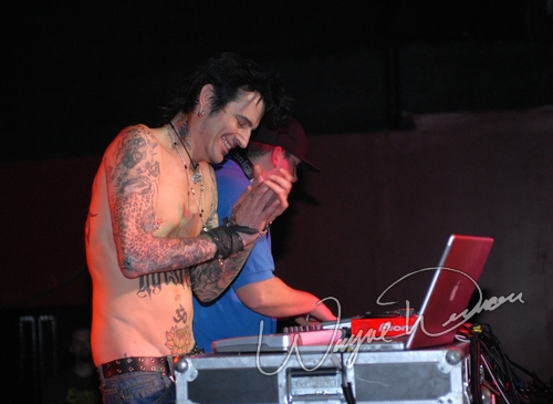 Live concert photography of Tommy Lee at Jillian's in Louisville, KY by Wayne Dennon © Dennon Photography