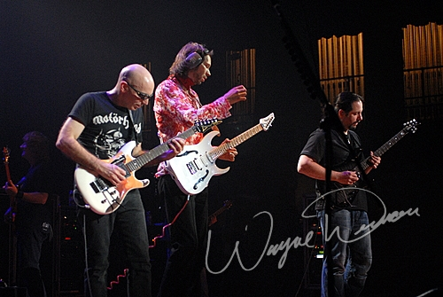 Live concert photography of Paul Gilbert at Taft Theatre in Cincinnati, OH by Wayne Dennon © Dennon Photography
