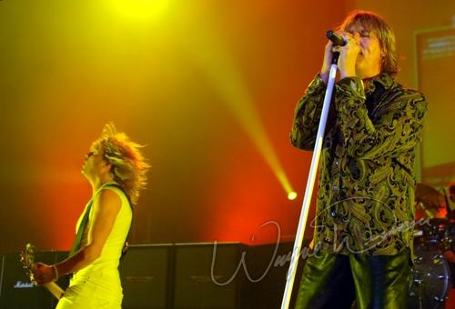 Live concert photography of Def Leppard at Louisville Gardens in Louisville, KY by Wayne Dennon © Dennon Photography
